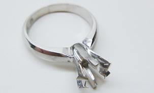 石が取れた指輪や壊れた貴金属,ネーム入りの指輪