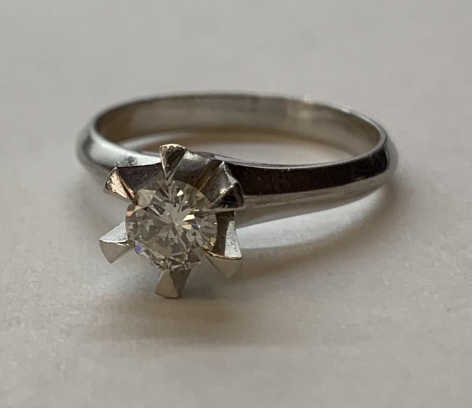 ダイヤモンドの立て爪買取り・質預かり