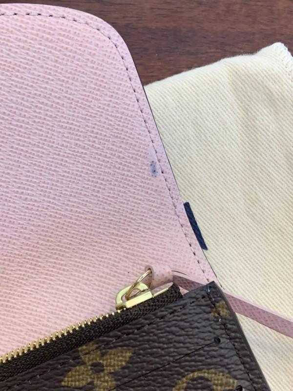 ルイヴィトン 財布のフラップの内側の汚れ