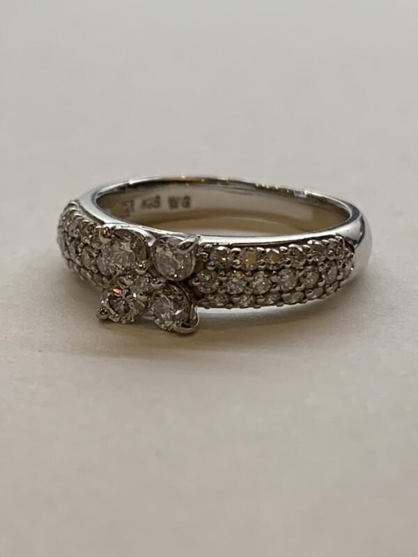 ポンテヴェキオ フラワーダイヤモンドリング
