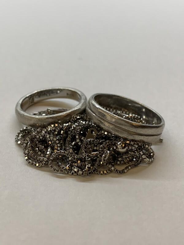プラチナの指輪とネックレス