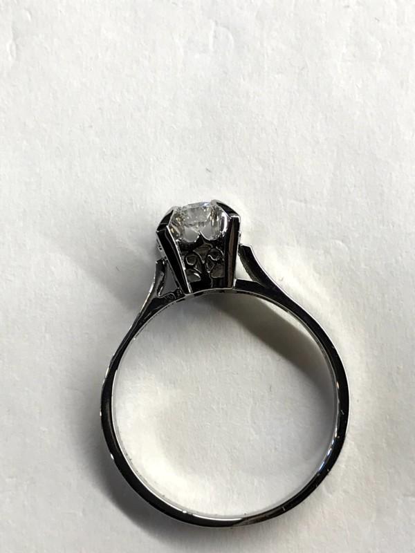 古いダイヤモンドのプラチナリング