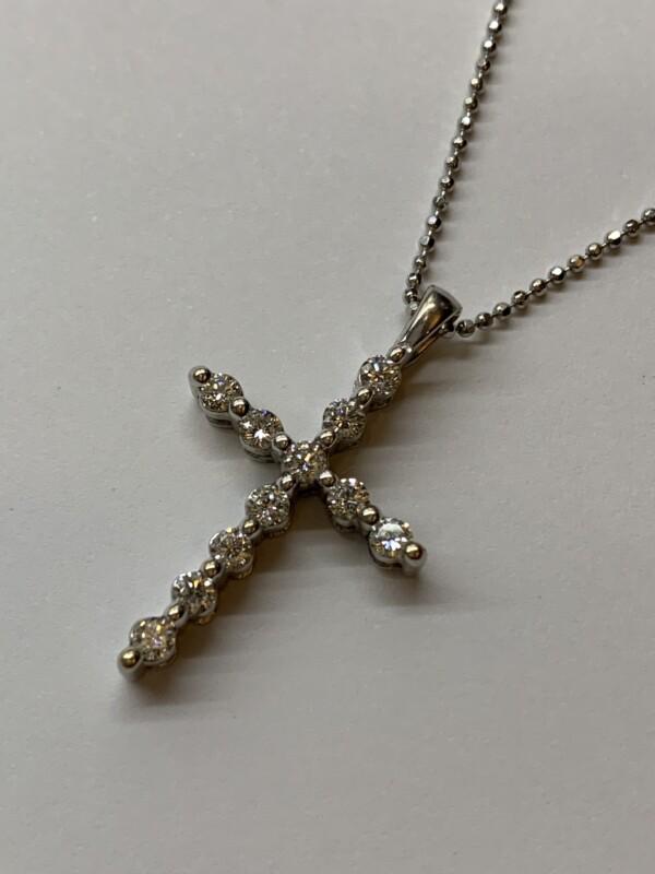ダイヤモンドクロスネックレス