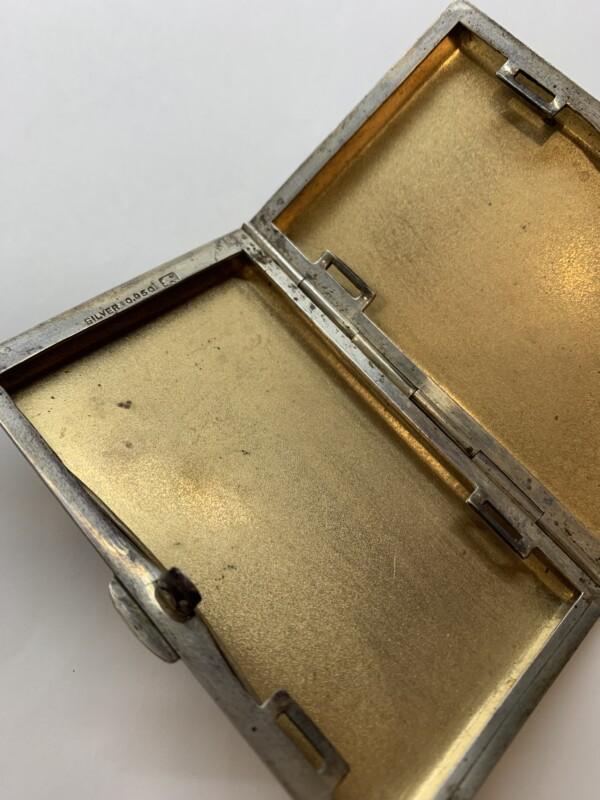 古いシルバー製のシガレットケース