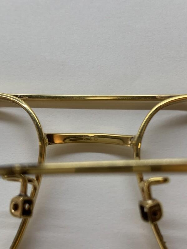 18金製のメガネフレーム ブリッジの「K18」の刻印