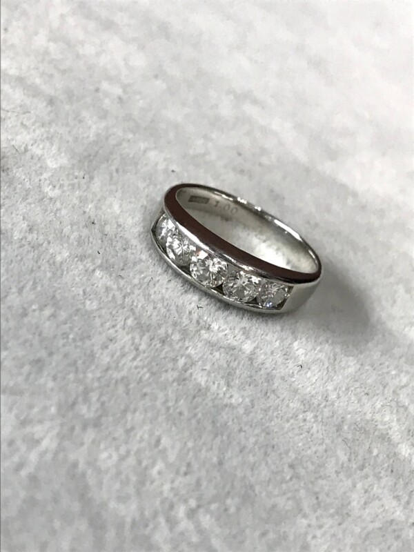 ダイヤモンド 一文字リング
